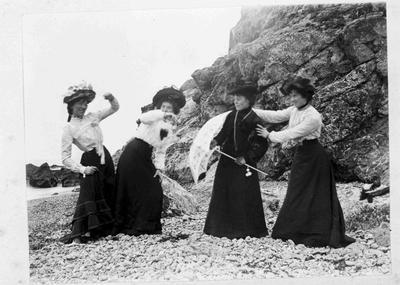 Bulleids Shop Girls, Cape Wanbrow, 1902